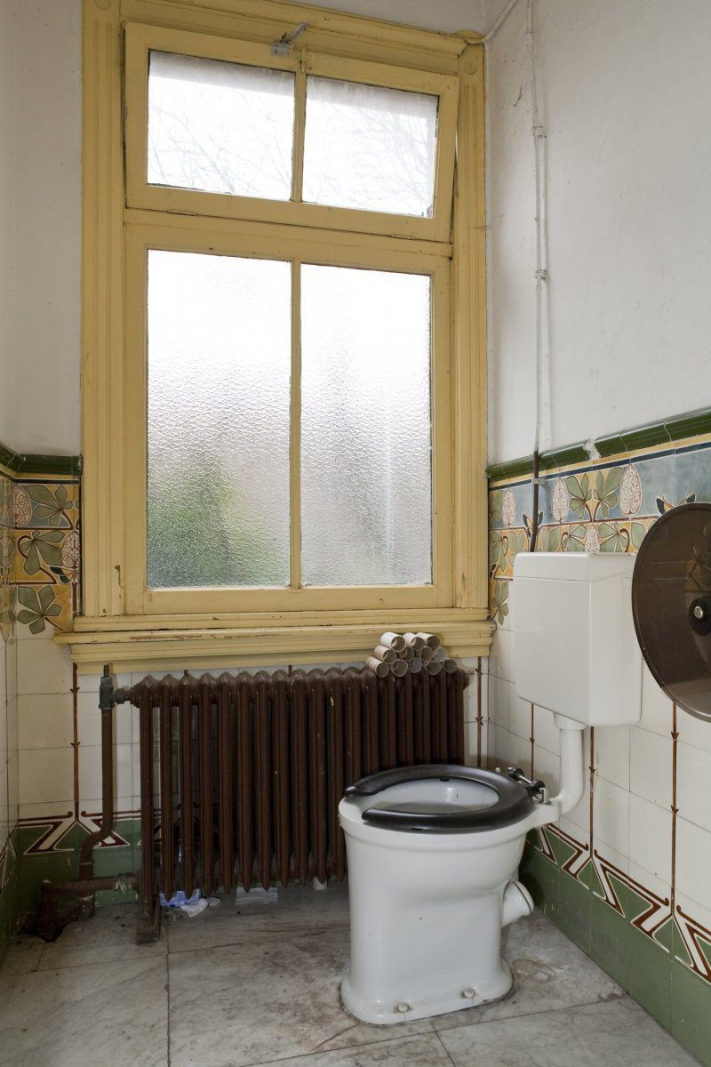 Why Does The Bathroom Smell Happy Homeowners